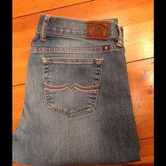 Lucky Brand sweet n straight jeans Lucky brand jeans size 10 / 30 Inseam 31 Lucky Brand Jeans