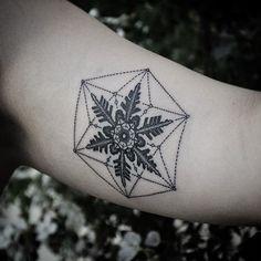 15 Charming Snowflake Tattoos | Tattoodo