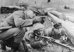 """1944 Germany - An """"Oberfeldwebel"""" from the """"Großdeutschland"""" Division teaches the Volkssturm members using an machine gun """"  In the final phase of the war, a great number of defendable men between the age of 16 and 60 years was mobilized under the name Deutscher Volkssturm (German national militia)."""