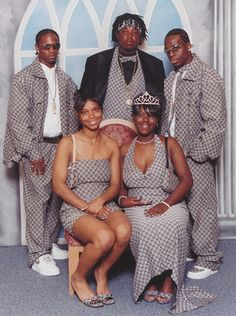 Ghetto prom,you look a mess and yo shoes don't fit. Awkward Prom Photos, Prom Pictures Couples, Awkward Family Photos, Prom Couples, Funny Pictures, Worst Prom Dresses, Prom Dress Fails, Prom Outfits, Fashion Fail