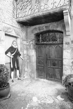 NBG25 - La maison du tabellion notaire - Village de Serres - Hautes Alpes 05 Provence, Black And White, Painting, Art, Green Houses, Mountains, Photography, Art Background, Blanco Y Negro