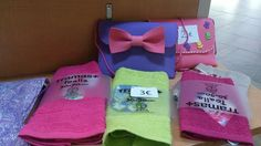 Toallas de mano decoradas con telas de colores y bolsitos niña de goma eva