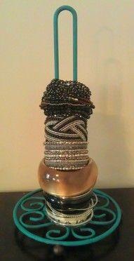 Un rangement pour les bracelets avec un simple porte essuie tout