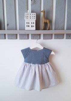 h h h h h h Tejer todos los puntos del derecho Toddler Dress, Baby Dress, Young Fashion, Girl Fashion, Vestidos Bebe Crochet, Tricot Baby, Cardigan Bebe, Crochet Baby Clothes, Sewing Patterns For Kids