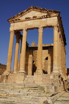 well preserved Roman Temple of Minerva at Sufetula,  Tunisia. Roman temples emphasised the front of the building, which consisted of a portico with columns, a pronaos.