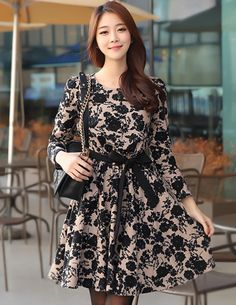 Lovely Dress from Styleonme. Korean Fashion, Women Fashion, Feminine Look… Office Fashion Women, Womens Fashion For Work, Office Looks, How To Look Classy, Lovely Dresses, Fashion Advice, Asian Fashion, Street Style Women, Blouse Designs