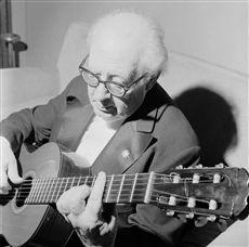 Andrés Segovia (1893-1987), guitariste espagnol. Paris, salle Pleyel, mai 1967.