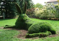This awesome green bunny is called the Great Hare. It's a living sculpture, constructed from groomed turf grown over compost and topsoil, measuring 15 feet long. It was installed at the Cambridge Sculpture Garden for CAFKA in