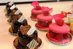 Image via We Heart It https://weheartit.com/entry/124615595/via/13802995 #cake #chocolate #cool #delicious #dessert #food #macarons #pastel #raspberries #sweet