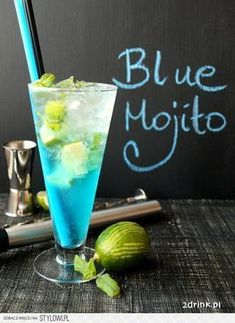 Blue Mojito - przepis na drink Low Carb Cocktails, Fun Cocktails, Cocktail Drinks, Cocktail Recipes, Blue Mojito Recipe, Raspberry Ice Tea Recipe, Kiwi Juice, Easy Alcoholic Drinks, Sour Fruit
