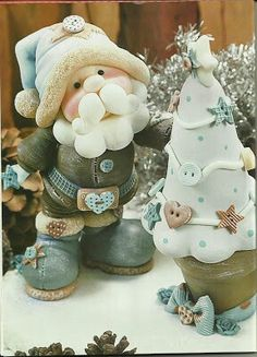 Trendy cake christmas decoration fondant how to make Ideas Christmas Cake Topper, Christmas Cake Decorations, Christmas Crafts, Santa Christmas, Making Fondant, Polymer Clay Christmas, Play Clay, Clay Baby, Cute Clay