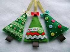 Christmas Crafts Sewing, Christmas Toys, Christmas Projects, Handmade Christmas, Beaded Christmas Ornaments, Felt Ornaments Patterns, Ornament Crafts, Diy Ornaments, Bricolage Noel