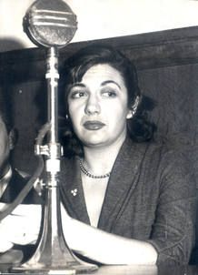"Ana Maria Matute: ""Premio de la critica"" 1958 y ""Premio nacional de literatura"" 1959.."
