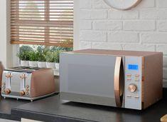 The range rose gold microwave that's sent Instagra Kitchen Items, Home Decor Kitchen, Kitchen Design, Kitchen Utensils, Kitchen Tools, Kitchen Gadgets, Rose Gold Kitchen Accessories, Home Accessories, Rose Gold Kitchen Appliances