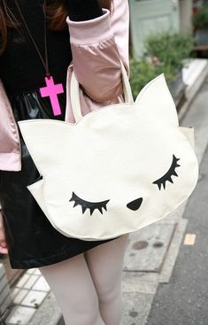 cute ~ Imagine walking around with this little cute cat purse. Cat Purse, Cat Bag, Kawaii Cat, White Kittens, Fabric Bags, Kids Bags, Handmade Bags, Bag Making, Purses And Bags