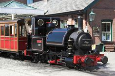 Skarloey is based on the Talyllyn Railway's Talyllyn. Talyllyn is referred to as Skarloey's twin and is often shown in story's about the Skarloey Railway.