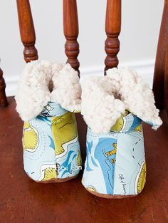 Vina Baby Boots PDF Pattern - ithinksew.com