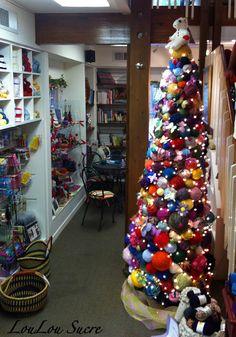 LouLou Sucre: My Knitting Class - yarn ball Christmas tree Christmas Love, Christmas Crafts, Christmas Decorations, Holiday Decorating, Xmas, Wool Shop, Yarn Shop, Yarn Display, Yarn Storage