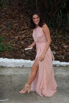 Bruna Marquezine, vestido de festa rose quartz, musseline, fenda.
