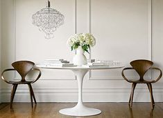 furniture designer of the 1940's | In the 1940's Eero Saarinen developed this pedestal table, along ...