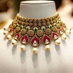 Bridal wear gold necklace designs in 40 grams these days is given semi long length with a choker for the neck which gives a Marwari bride look. India Jewelry, Gold Jewelry, Gold Necklaces, Diamond Jewellery, Diamond Rings, Diamond Stud, Glass Jewelry, Diamond Pendant, Indian Jewellery Design