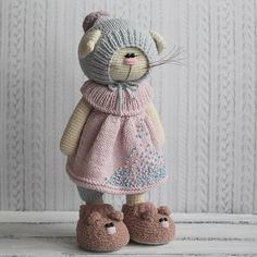 Knitted toys by Isaeva Ekaterina Crochet Mouse, Crochet Bunny, Cute Crochet, Crochet Animals, Knitted Bunnies, Knitted Dolls, Crochet Dolls, Easy Crochet Patterns, Amigurumi Patterns