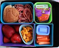 Big Kid Favorite Foods Lunch - My third grader wants to start having lunch like this :) Healthy Lunches For Work, Healthy Toddler Meals, Healthy Kids, Kids Meals, Healthy Snacks, Toddler Food, Work Lunches, School Lunches, Kid Friendly Restaurants