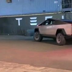 Tesla Motors, Weird Cars, Cool Cars, Nikola Tesla, Tesla Video, Tesla Musk, Tesla Spacex, Tesla Electric Car, Triumph Motorcycles