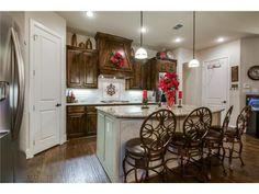 Open kitchen // Breakfast bar // Light counters, dark cabinets
