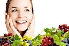 ¿Sientes que tu piel se ve un poco apagada, reseca o incluso grisácea? te recomendamos la Hidratación facial de uva.