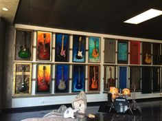 G Frames Guitar Display Case