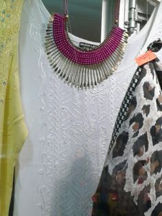 Hermoso collar visto en Zofri.  #lila