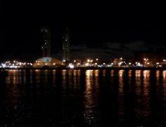 Brasil. PE, Recife. Margens do Rio Capibaribe. Set2014-noite. Foto: Greyce Bonezi.