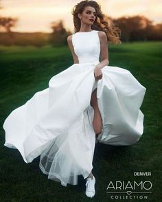 White Ball Gown Wedding Dresses Crew Neck Sleeveless Puffy Bridal Gowns