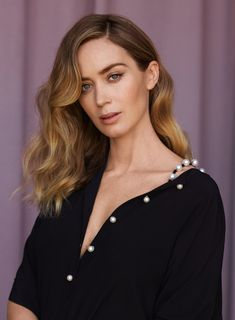 Últimos Envios - INSTYLE - Emily Blunt Web Photo Gallery Get posters of famous people plus other current deals. Prettiest Actresses, Beautiful Actresses, Catherine Deneuve, Priyanka Chopra, Blunt Hair, Juliette Binoche, Blond, Actrices Hollywood, Brigitte Bardot