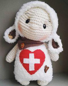"""Little """"Oskar"""" meine letzte Weihnachtsbestellung....für einen kleinen Schweiz -Fan  #sheep #schafe #cuddly #amigurumislove #amigurumidollcrochet #crochet #crochetdolls #dollmakers #marleensmadeforyou #crochetersofinstagram #häkelisttoll #häkeln #schweiz #switzerland #diy"""