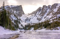 Snowshoed through Rocky Mountain National Park and found Dream Lake frozen over [OC] [4888x3259]