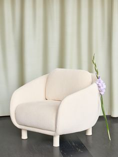 Bobo chair designed by Joanna Laajisto. Chair Design, Sofas, Love Seat, Accent Chairs, Ottomans, Benches, House, Furniture, Home Decor