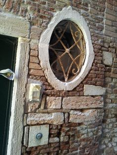 window in Castello, Venice from www.atthepinkhouse.tumblr.com