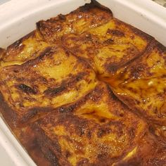 """This is a great brunch recipe, it's perfect for large gatherings. A yummy bread casserole baked with sweet apple filling.""Grease a inch baking pan. In a small bowl, stir together the melted … Apple French Toast, Overnight French Toast, Cinnamon French Toast, Cinnamon Apples, Baked French Toast, What's For Breakfast, Breakfast Items, Breakfast Dishes, Breakfast Recipes"