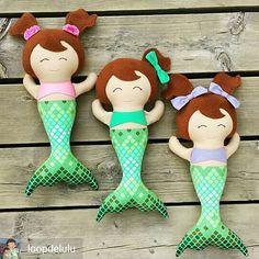 🌊Perfectly pretty @loopdelulu synchronized swimming #mermaids dollies made my day 🐠🐠🐠 Made using a #dollsanddaydreams #clothdoll #sewingpattern 💖✂✂✂✂💖✂✂✂✂💖✂✂✂ #fabricdoll #ragdoll #handmadedoll #sewing #sewingforkids #sewingproject #dollsofinstagram #dollstagram #ilovetosew #dollmaker #dollmaking #mermaidlove #mermaid #swim #summertime #mommylife