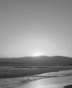 Gray Aesthetic, Black And White Aesthetic, Film Aesthetic, Iphone Background Wallpaper, Black Wallpaper, Beach Silhouette, Highlights, Shades Of Black, Taking Pictures