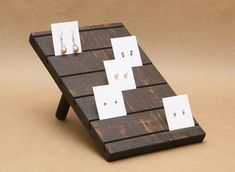 Idea for place cards? Earring Holder / Earring Card Display / Earring Stand / door #DisplayStands
