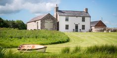 Unique Home Stays Wales - Country Farmhouse Wales