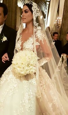 38 Gorgeous Wedding Veils for Classic Brides and Modern Brides Wedding Dress With Veil, Black Wedding Dresses, Wedding Veils, Wedding Attire, Wedding Looks, Fall Wedding, Wedding Ideas, Bridal Gowns, Disney
