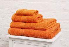 Toallas de algodón: Las toallas de algodón se caracterizan por atrapar la humedad de manera tal que no queden rastros de ella en nuestro cuerpo cuando lo secamos con estas. http://www.casablanqueria.com/bano/toallas-de-algodon/ http://www.blanqueria.net/toallas/toallas-algodon.html