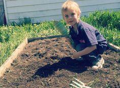 Dig for a better #garden! Get those hands dirty and learn as you go. http://Raisinggoodapples.com #RaisingGoodApples