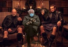 "Bernie Sanders' mittens do ""Men In Kilts"" on Starz Outlander Funny, Outlander Series, Bernie Memes, Men In Kilts, Samheughan, Do Men, Jamie Fraser, Bernie Sanders, Just For Fun"