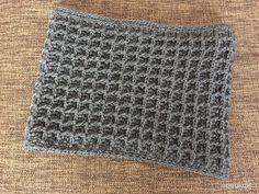 なんだか久々の編み図^^;ワッフル編みで編んだネックウォーマーの編み図、アップします。引き上げ編みを使ったワッフル編み。この編地、大好きです^^トルソーにつけたところ↑けっこう幅広なので、首元をすっぽり包んで暖か^^編み...
