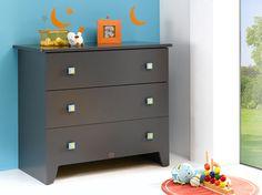 Pour compléter la chambre de bébé, n'oubliez pas la commode avec ses 3 tiroirs spacieux et amortis lors de la fermeture.